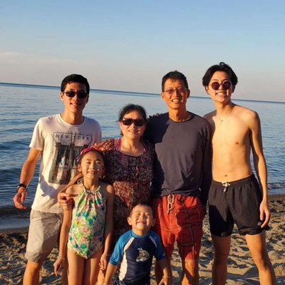Family of 6 at the beach